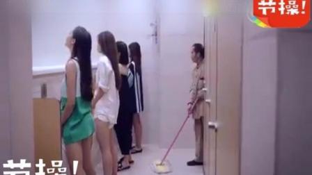 一群美女进男生厕所, 穿白衣服那个抖一下的动作是认真的吗?