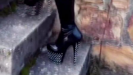厚底高跟鞋上下楼梯如平地