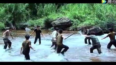 双节棍高手为救儿子与十几个人贩子激斗, 不料救了个美女