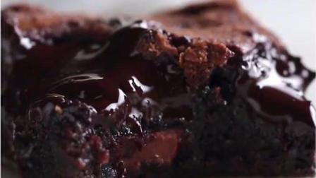 耐嚼好吃的布朗尼蛋糕, 再配上咖啡或者牛奶, 就完美了