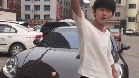 横店演员宇文彬彬不甘示弱, 开着保时捷准备追迪丽热巴
