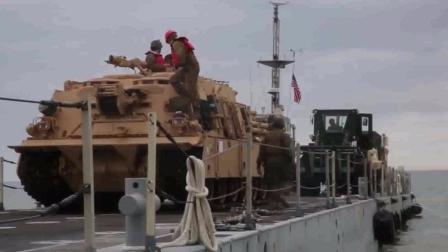 实拍美国海军陆战队两栖坦克从舰艇上登陆