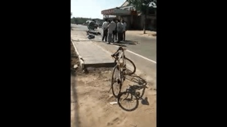 安全警示: 定州车祸, 中巴撞摩托, 骑车人当场死亡