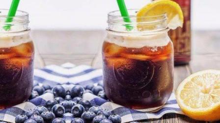喝腻了冰咖啡? 那一定要来试试这款柠檬冷萃咖啡苏打, 好喝又清爽!