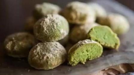 大豆抹茶曲奇是日本一个美食博主做的, 做甜品的过程应该是很多吃货最大的乐趣之一!