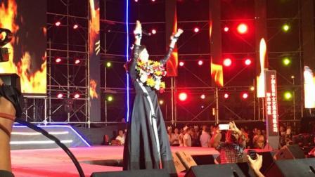 苏勒亚其其格参加陕西·子洲州全国环山赛闭幕式晚会现场演唱情歌飞扬