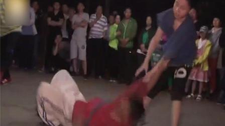 中国式摔跤!12岁男孩摔翻教练