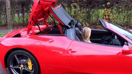 女客户试驾价值500万法拉利跑车, 第二天立马提车了!
