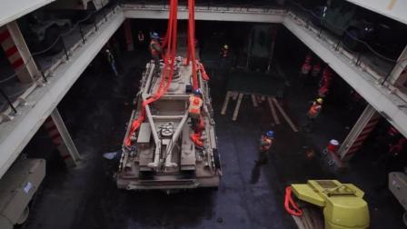 看看如何把大型两栖战车从运输船上卸下来
