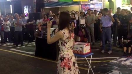 """520-街头艺人演唱""""风的季节""""长得好看, 唱的也好听!"""
