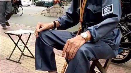 值得尊敬的抗战老兵, 虽然年事已高, 穿上八路军装依然精神矍铄