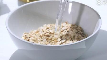 只用3分钟就可以做好的燕麦粥, 加杯牛奶就是再好不过的早餐