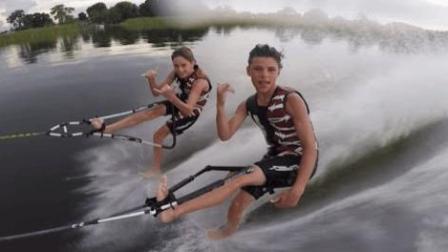 2小孩水上滑板表演, 姿势满分, 就是有点搞笑
