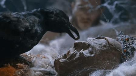 奇幻惊悚, 乌鸦喂了个药丸给一具尸体, 尸体动了, 把男子吓到了!