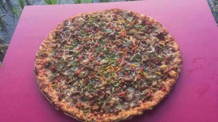 看印度三哥在没有烤箱的情况下, 如何做一个将近一米的大披萨