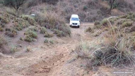 汽车: 五十铃D-MAX皮卡轻松上坡无压力