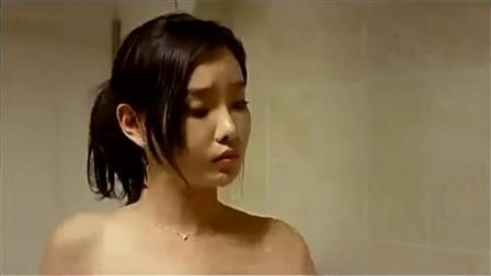 美女洗澡让男人进去, 男人却举动猥琐不能忍, 最终浴室传出女人尖叫