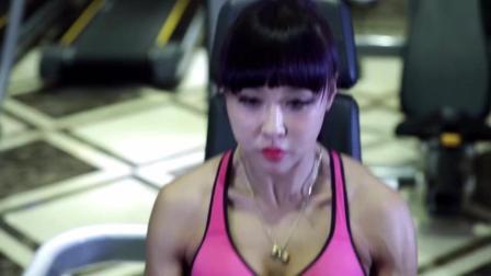 都市时尚辣妈健身之腿背训练, 跟随美女一起来锻炼吧