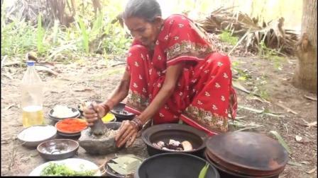 印度农村老奶奶今天做黄焖鸡米饭, 原汁原味, 一家人一起吃很开心_0