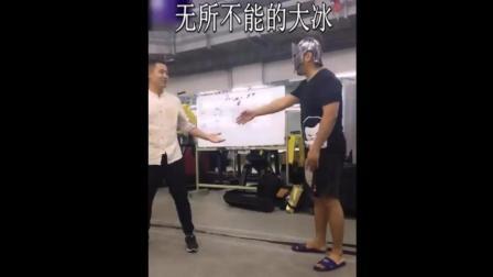 徐晓东最新视频, 录节目中说好的演示, 被咏春师傅丁浩偷袭真打, 传统武术你的脸还要不要