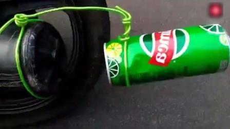 印度街头摩的司机 仅用一个拉罐 将摩托车改装成跑车