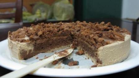 一起来学这道不用面粉就能做出来的巧克力咖啡慕斯蛋糕