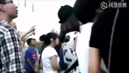 女特种兵去妈妈公司被保安拦在门外, 从大厦外墙爬进去!