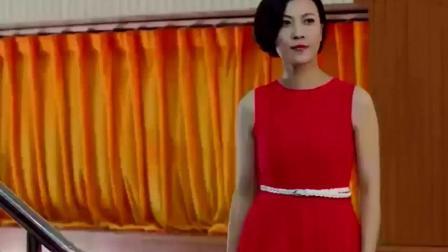 女首长20年没有穿裙子了, 一袭红裙上台将士们眼都直了