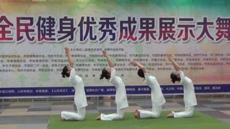 四美女花样瑜伽走红网络