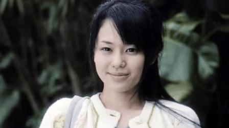 小编第一次认识苍老师, 是在这部香港电影里, 真以为她是位清纯新秀