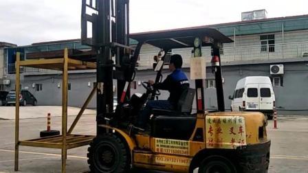 凌云志惠州学叉车考证 学员练习过程