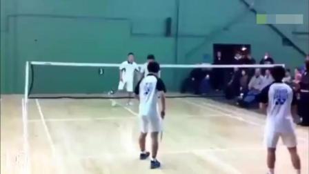 四个练过功夫的中国人打羽毛球, 活生生把全场外国人看懵了