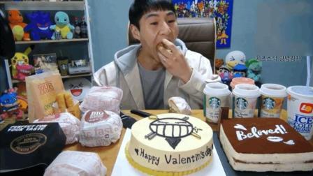 大胃王奔驰小哥一顿饭吃两个蛋糕7个汉堡, 还得喝5杯饮料!