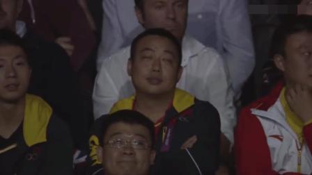 两个中国人打乒乓球, 把外国解说活生生打崩溃, 刘国梁坐在看台上都懵了
