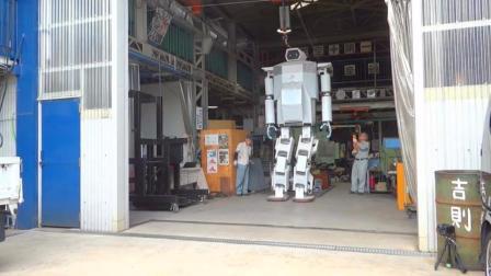 日本人笨拙的巨型机械化机器人测试
