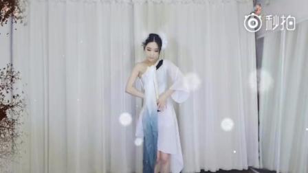 斗鱼郭mini跳《故梦-双笙》优雅舞蹈, 网友称: 仙女姐姐从脱衣门走出来了