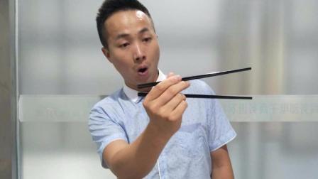 饭桌上表演筷子消失魔术, 不要太帅? 原来这么简单