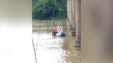 惊恐!记录下妙龄女跳入河中最后10秒……