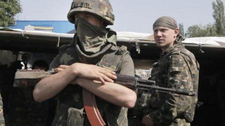 """俄罗斯特种部队""""小绿人""""突入克里米亚, 阻挠乌克兰军事行动"""