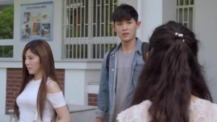 男朋友被别的女生打招呼说帅, 赵奕欢吃醋了!