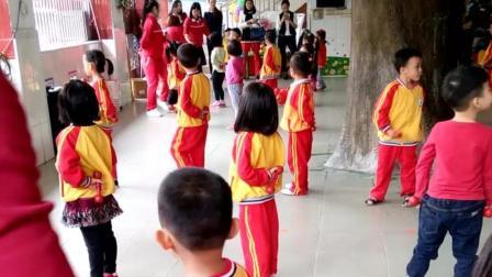 幼儿园快乐舞蹈 集体舞蹦蹦跳跳的很欢乐