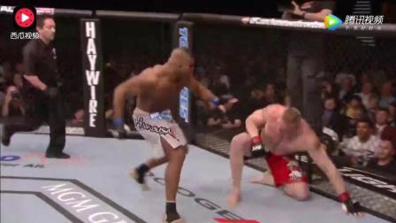 只踢要害部位, 黑人拳手势大力沉, 一击命中直接KO对手