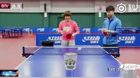 丁宁挑战马龙花式乒乓, 马龙刚一发球, 大宝贝就吓懵了: 好强啊
