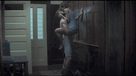 从雨中吻到房间 再到床上 18