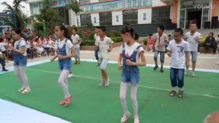 """白丝萝莉小学生们表演""""嘻唰唰"""", 萌萌哒。"""