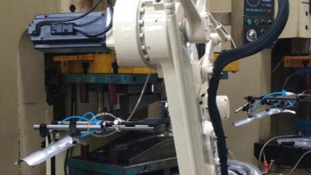 机械手生产排气管96号