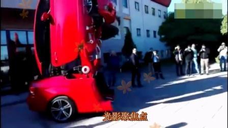 一大厦前上演现实版变形金刚, 红色跑车变形时惊呆众人, 太厉害了!