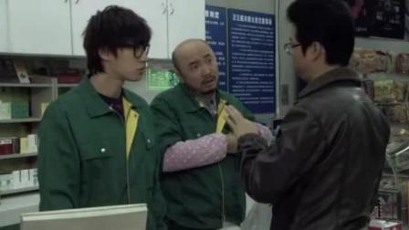 王迅超市装逼买了一杯热饮, 徐峥给了他一根吸管, 报应来了, 哈哈