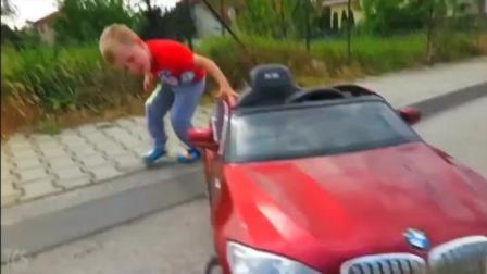 小孩的mini宝马x6车终于坏了, 这次他开着大X6拖车救援
