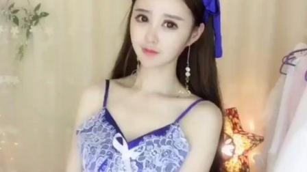 美女, 你这身蓝色衣服真不错, 哪里买的?